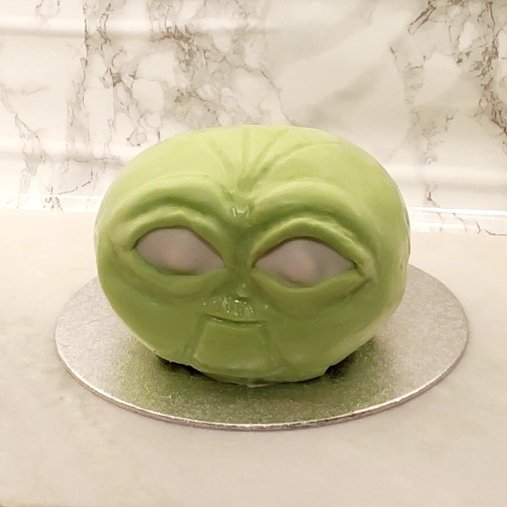 Finished facial shape of cake